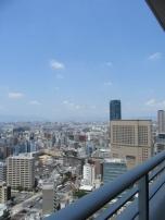 大阪市内を見つめる